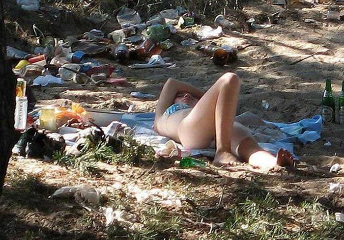 дикий пляж без комплексов. пьяные девушки