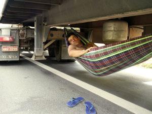 Приколы про дальнобойщиков (50 фото)