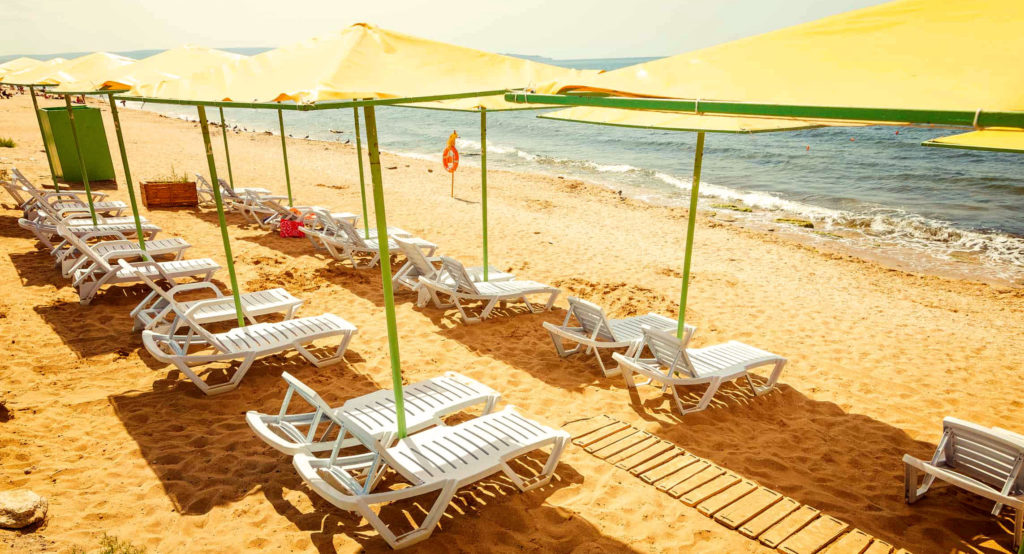 Золотой пляж - отдых в России летом